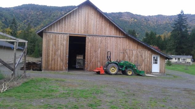 My brother's neighbor's barn (so cute)